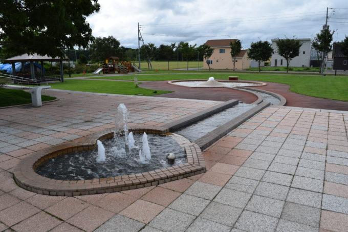 愛国駅のふれあい広場噴水プール