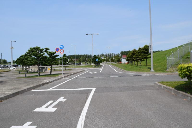 グリーンポート専用駐車場の出入口付近