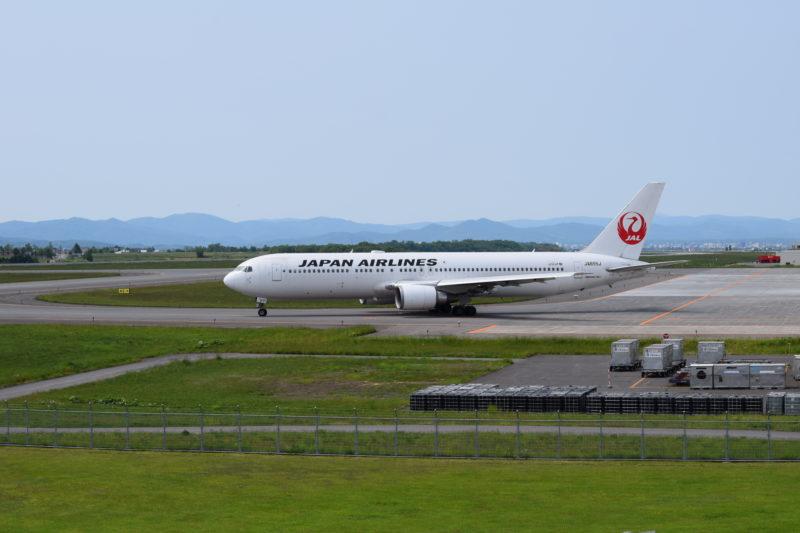 東京に向けて出発するJAL機