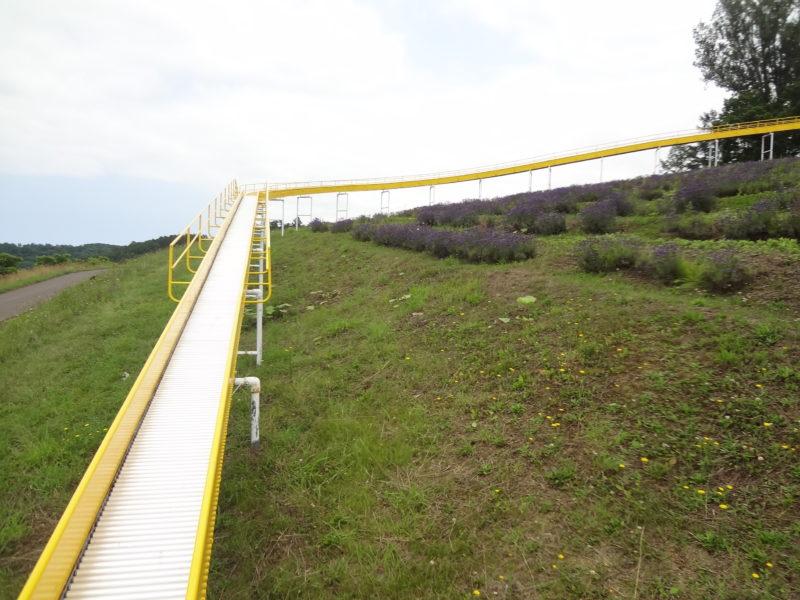 展望ジャンボ滑り台中腹から頂上方面