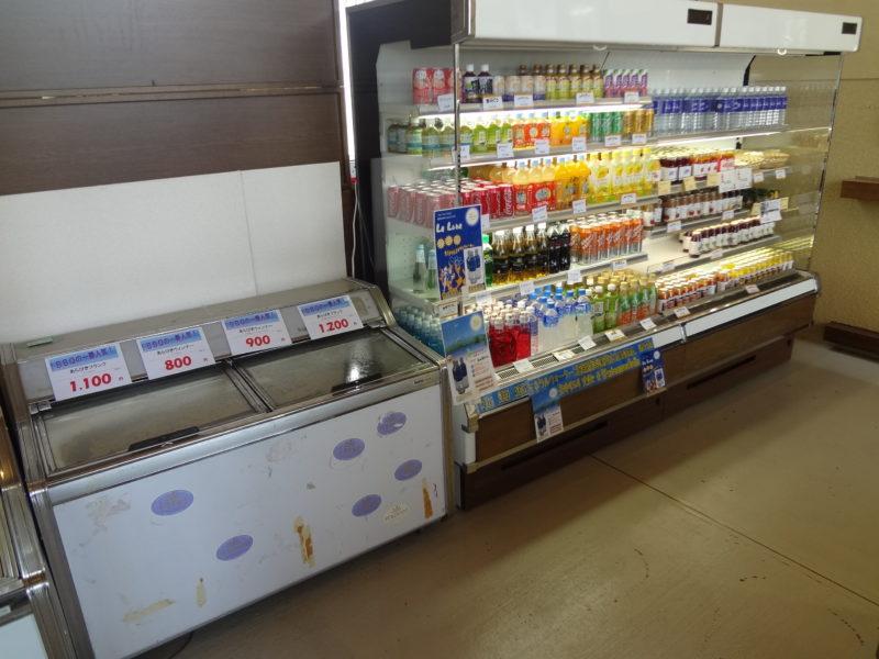 バーベキュー用品やジュースの販売