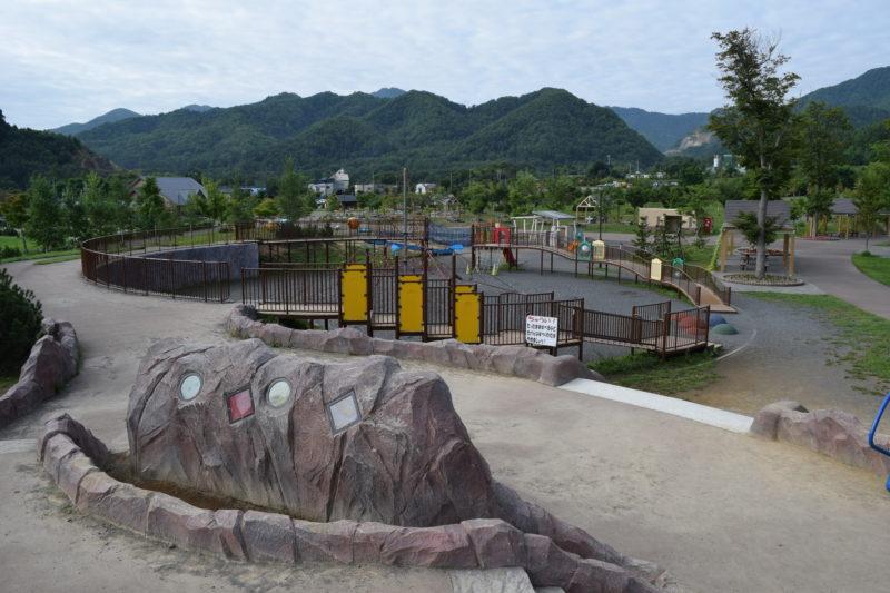 採石場と一体になった冒険心をくすぐられる遊び場