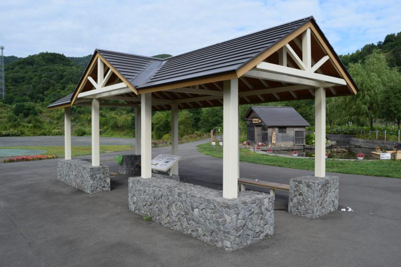 水車小屋付近の休憩スペース