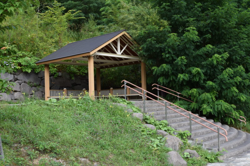 五天山麓の見晴らし台側の休憩所