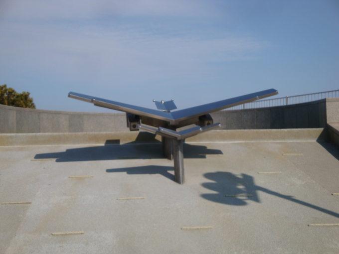 飛行機の形をしたモニュメントか