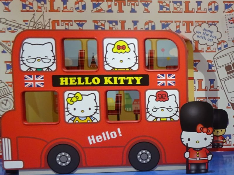 イギリスロンドン名物の赤い2階建てバス
