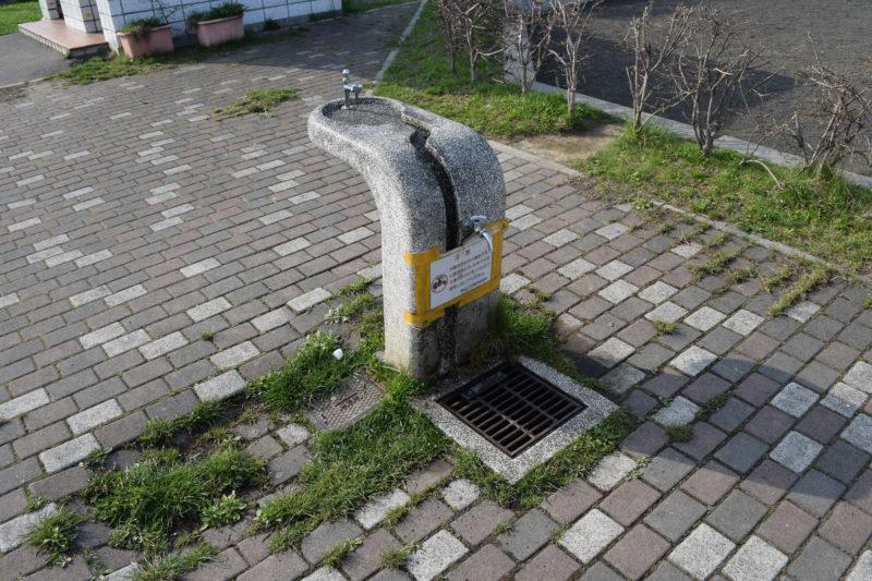 自由広場横の手洗い場・水飲み場