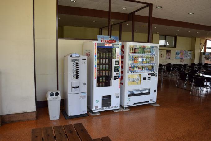 ドリップコーヒー、紙パックジュース、ペットボトル、缶ジュースの販売機