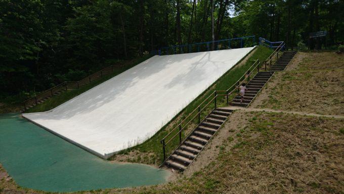 北海道でも有数の規模を誇るジャンボ滑り台