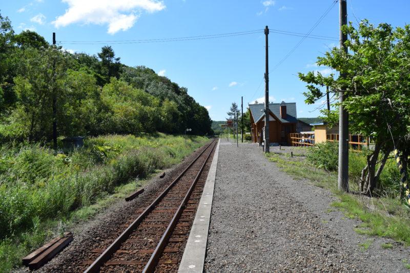 細岡駅ホームの端から釧路方面