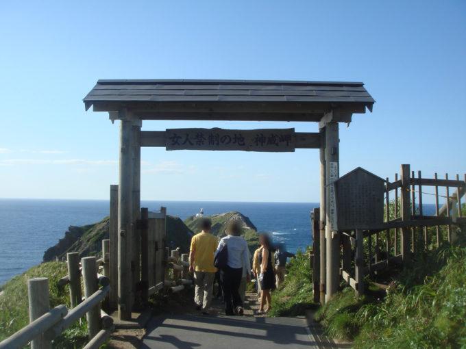 神威岬の入口付近
