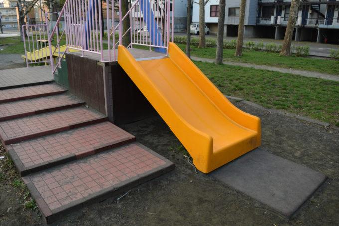 コンビネーション遊具の滑り台