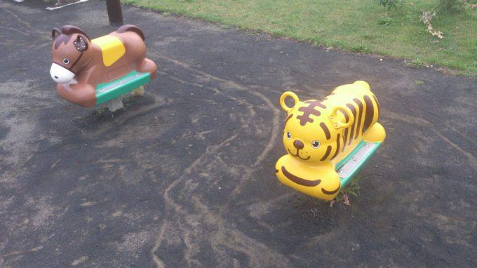 馬と虎のスプリング遊具