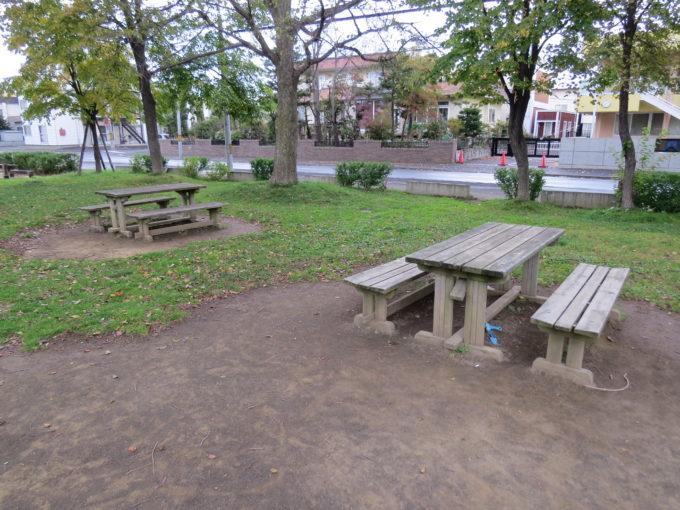 テーブル付きベンチ3箇所