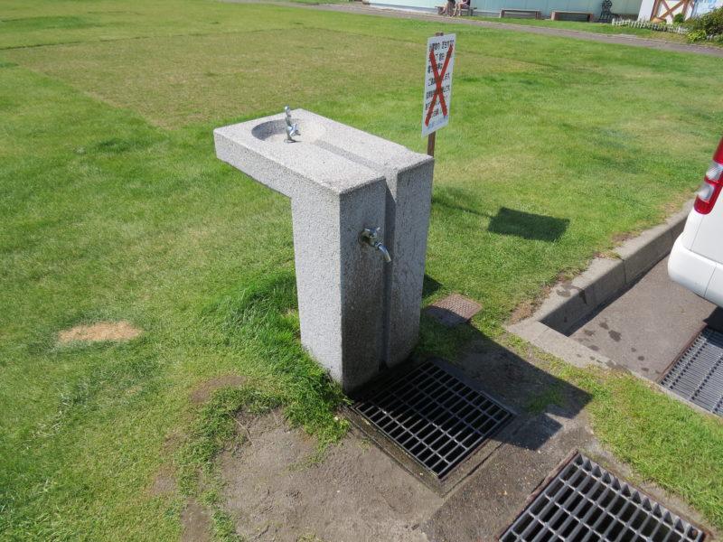 水飲み場と手洗い場