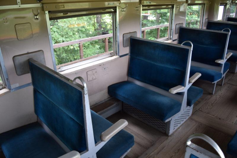 対面式の座席