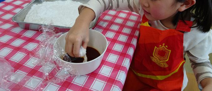 「もちつきをしてのし餅を作ろう」を体験
