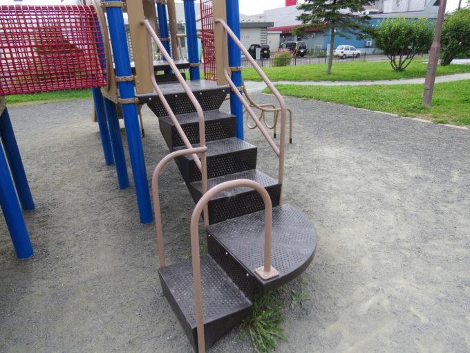 小さい子も登りやすい階段