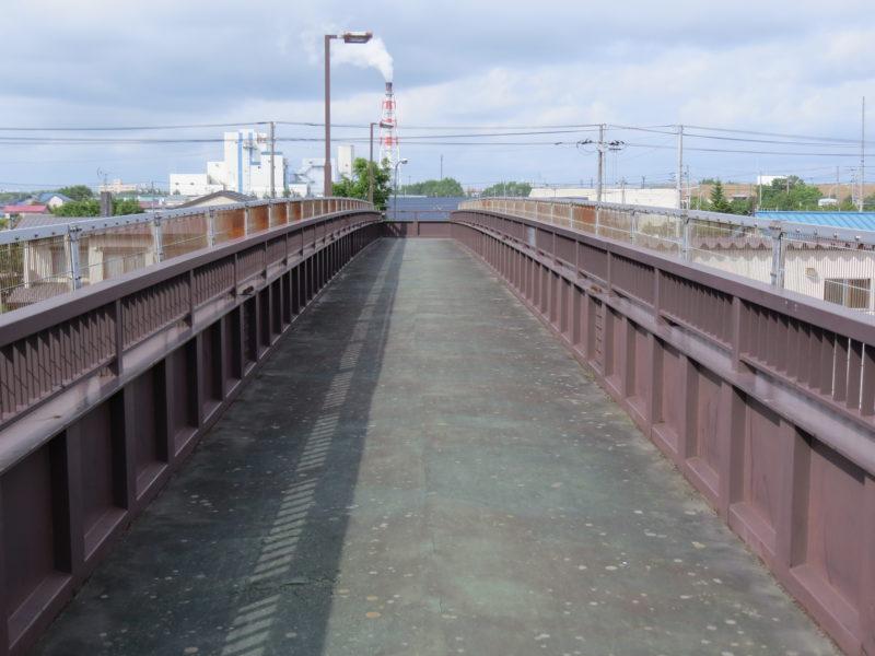 新富士通まで結ぶ歩道橋