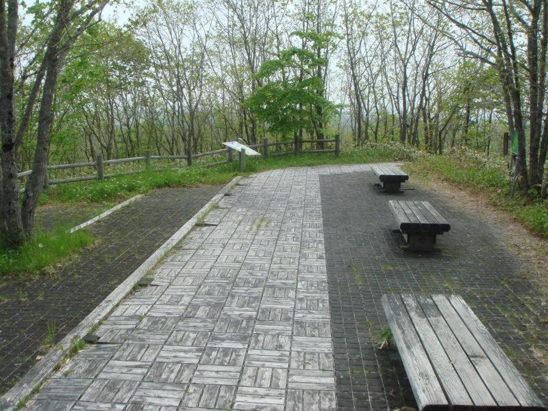 ベンチのある休憩できる広場
