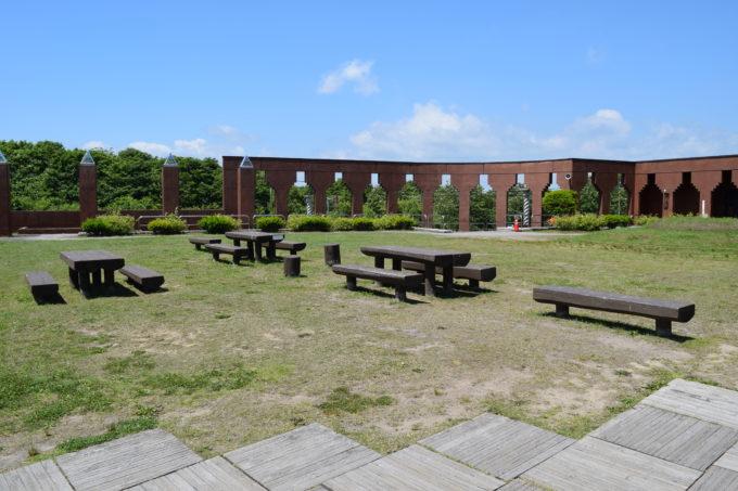 釧路湿原展望台前のベンチ
