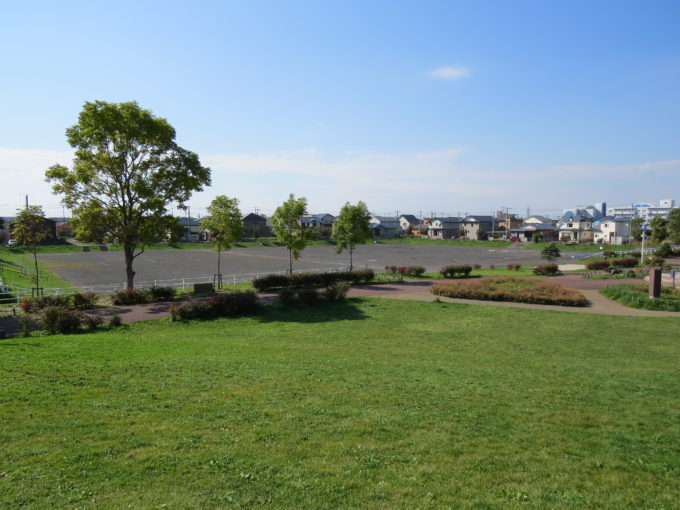 昭和の丘からサイクルパークと多目的広場方面