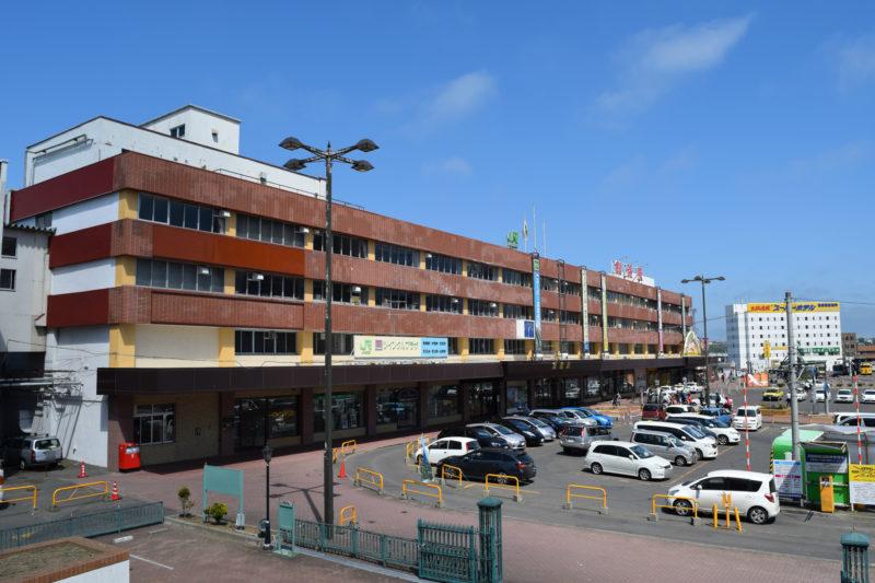 釧路グレース教会から見る釧路駅前駐車場