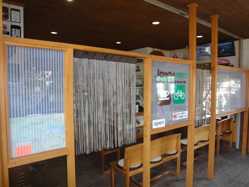 塘路駅舎内の喫茶店「ノロッコ&8001」