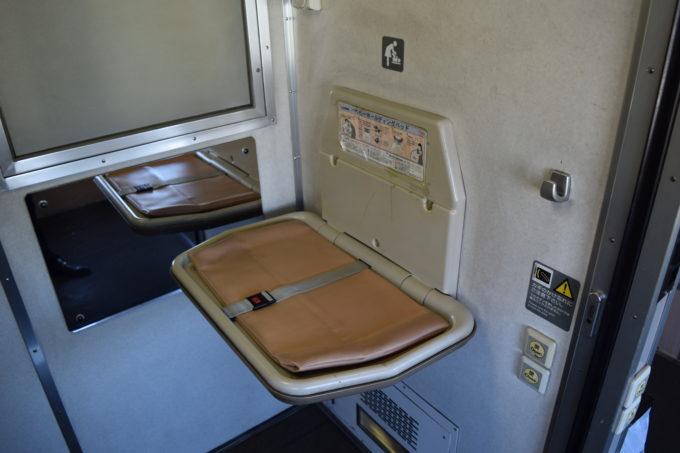 おむつ替えシートは3号車多目的トイレ内に