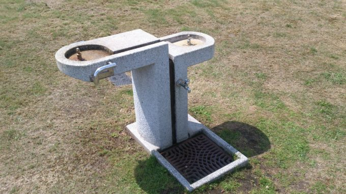 遊具広場付近にある手洗い場・水飲み場