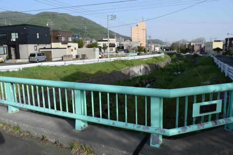 宮の沢3条3丁目付近の中の川