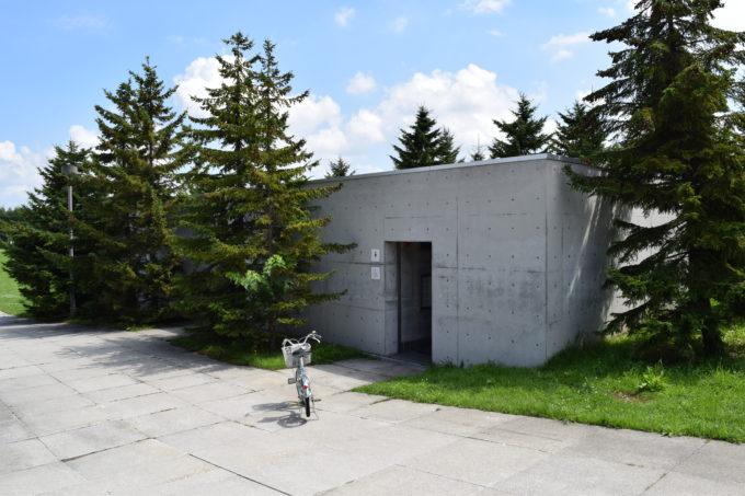 モエレ山の麓にあり、アクアプラザ・カナールから一番近いバリアフリー対応のトイレ