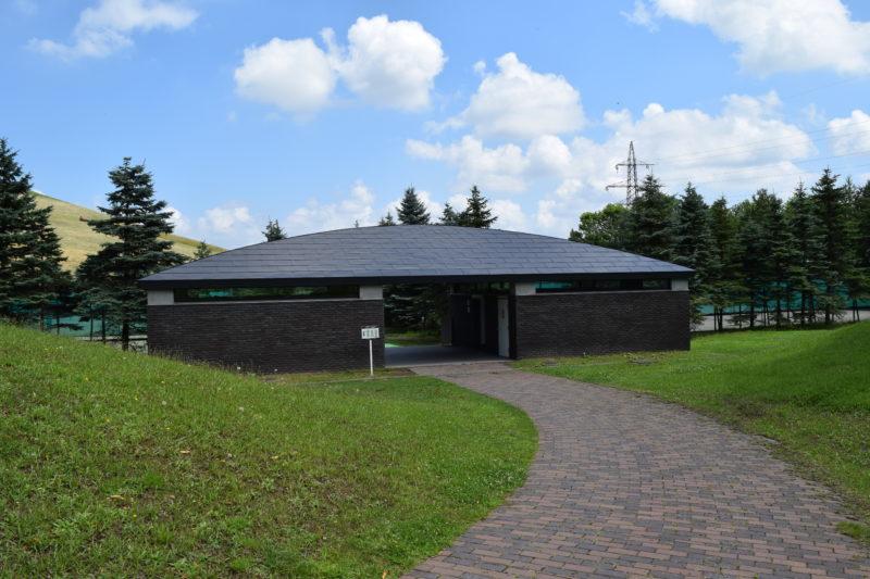 スポーツ施設が近いP3駐車場すぐのトイレには更衣室