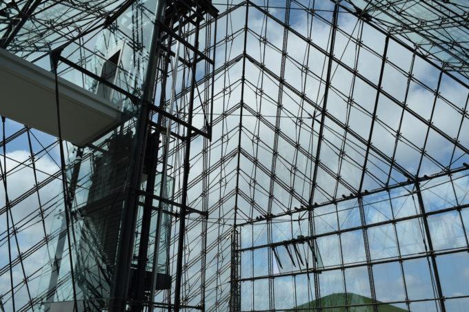 ガラスのピラミッド 「HIDAMARI」