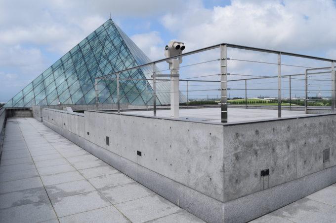 ガラスのピラミッドの屋上展望台