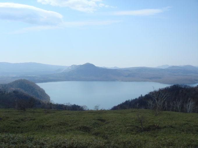 藻琴山展望駐車公園からの雌阿寒岳や雄阿寒岳