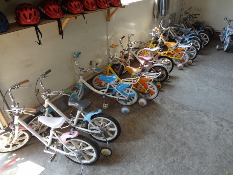 比較的大きめの補助輪付き自転車も