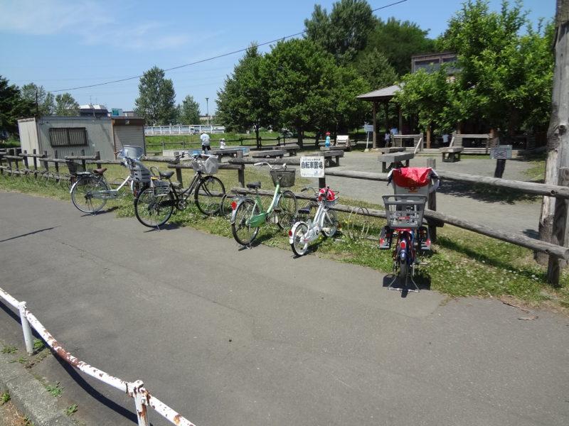 遊具広場とトンカチ広場の周辺の駐輪場