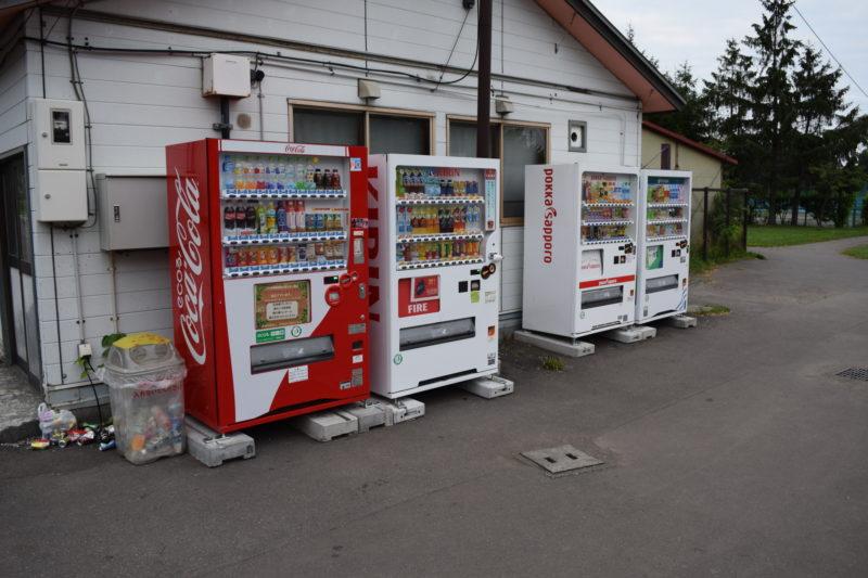 交通コーナー・トンカチ広場受付横の自動販売機