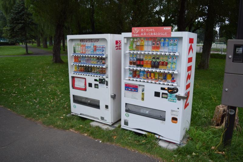 ツインキャップ側駐車場付近の屋外自動販売機