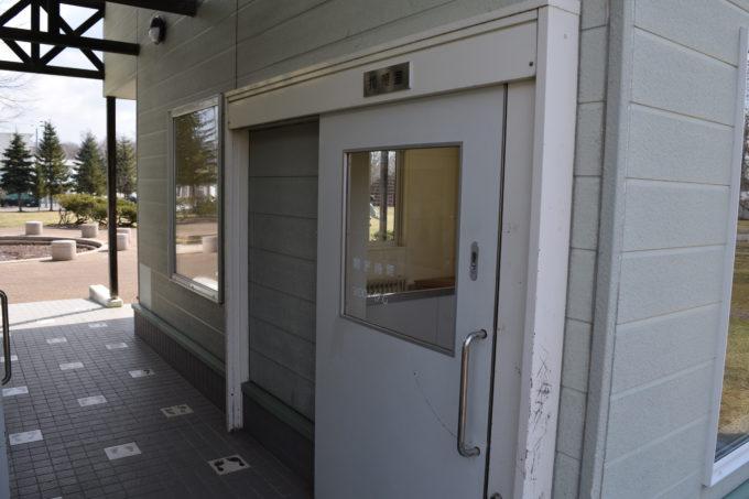 採暖室入口付近