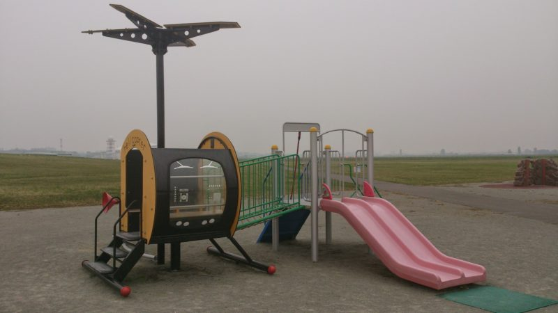 飛行機をモチーフとした遊具