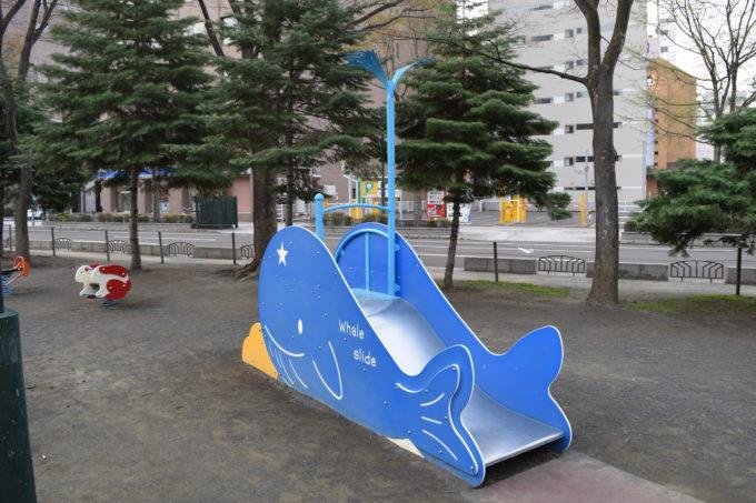 クジラの滑り台