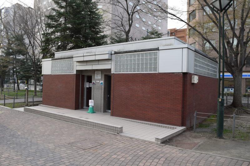 西9丁目の男女別トイレ(バリアフリートイレ兼用)