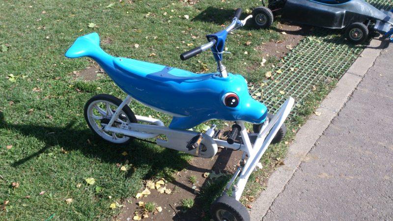 イルカ型のおもしろ自転車