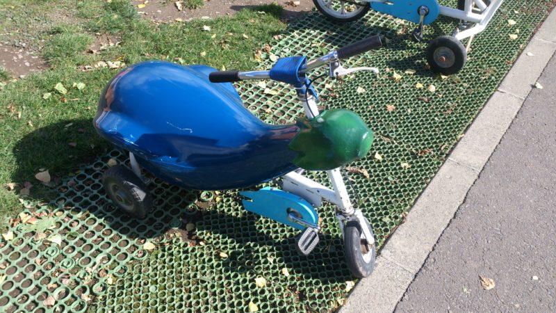 茄子型のおもしろ自転車