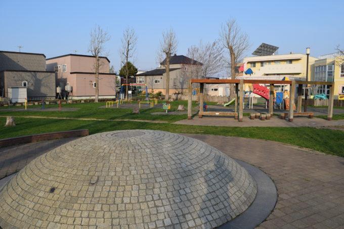 噴水から遊具広場