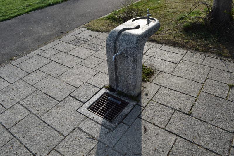 公園中央の手洗い場・水飲み場
