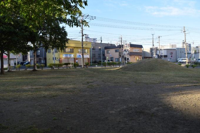 築山(スキー山)と広場