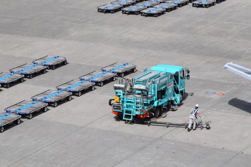 エネオスの給油作業車